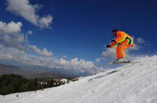 281678-skiingswatafp-1319560275