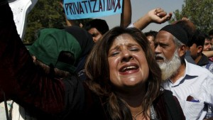160202120909_pia_employees_protest_karachi_640x360_reuters_nocredit